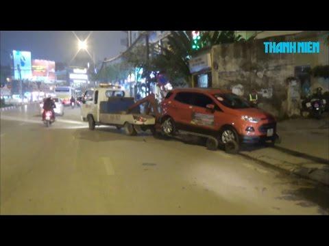 Hà Nội giải cứu vỉa hè cẩu hàng loạt ô tô, tài xế ngủ trong xe không biết gì