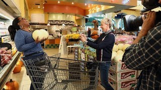 Ellen and Oprah stopped by a local grocery store to check out Oprah's new food line, O, That's Good!, and even made lunch for one unsuspecting fan.