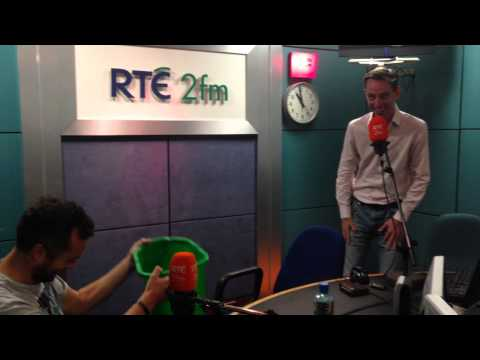 RTÉ 2fm's Ryan Tubridy takes the Ice Bucket Challenge