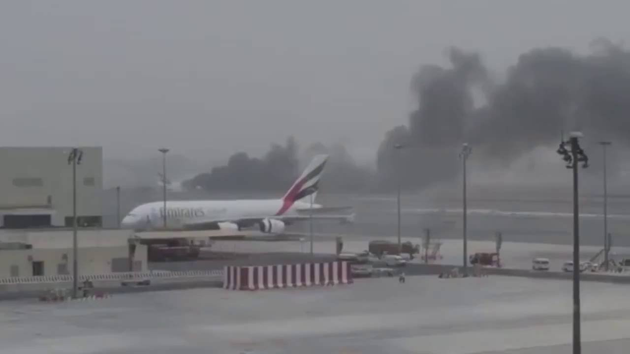 White apron dubai - Emirates Airline Plane Crash Lands At Dubai International Airport After Catching Fire In Mid Air