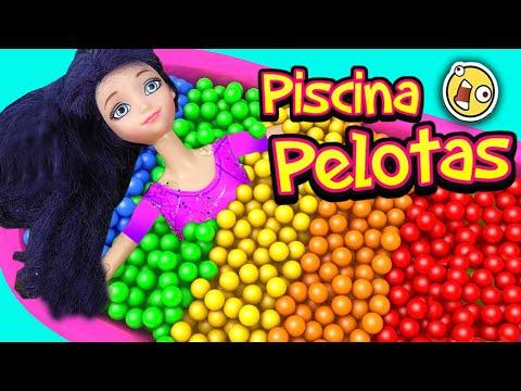 Marinette y Adrien en Piscina de Pelotas con Juguetes