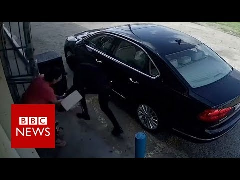 Violent robbery attempt caught on camera - BBC News