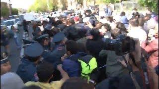 Ինձ բռնեք պահեք․ Փաշինյանն ու կողմնակիցները ճեղքեցին ոստիկանական պատը