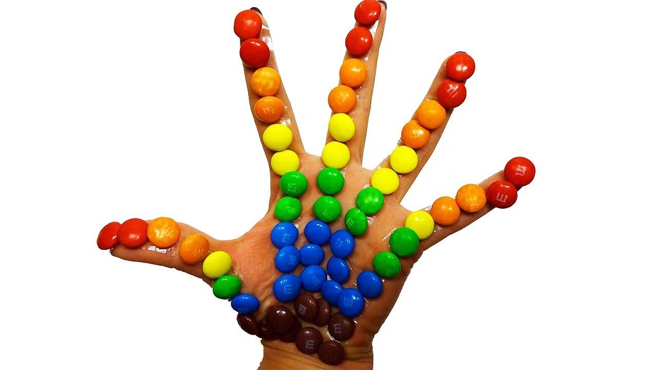 Учим цвета на английском языке с песенкой Семья пальчиков ...
