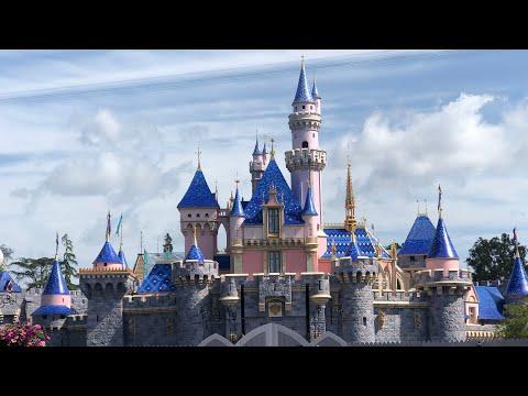 All New Disneyland Castle Revealed! 🔴LIVE at Disneyland