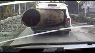 ВАЗ 2104 выдержит и такое!!!(Цыгане перевозят металлолом, труба весом~~500кг., 2010-11-06T07:46:19.000Z)