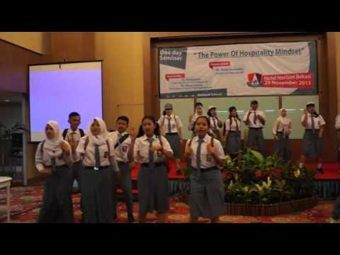 Anak Sekolah - Chrisye  Teatrical (SMK Pariwisata Metland)