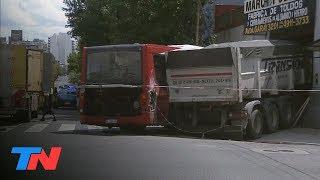 Constitución: chocaron un camión y un colectivo y se incrustaron en una casa