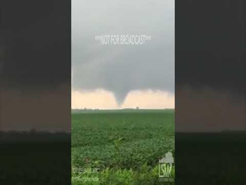 08-16-2017 Nicollet, MN - Tornado Sweeping Across Field
