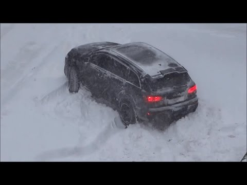 Audi Q7 in snow (November, summer tires)