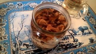 видео Кедровые орехи: настойка на водке и ее лечебные свойства и применение скорлупы и шишек