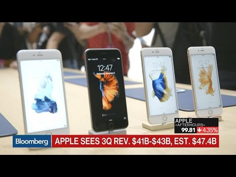 Apple Sees 1st Quarterly Revenue Drop in More Than Decade