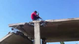 Как правильно падать на бетон. Прикол на стройке.(Аренда мини погрузчика, мини экскаватора,бетононасоса. Экстремальный демонтаж бетона, железобетона. Алмаз..., 2014-09-16T16:33:14.000Z)