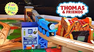 Thomas and Friends Wood Play Table Gordon & the Biggest Railway Playtime | Playing with Trains