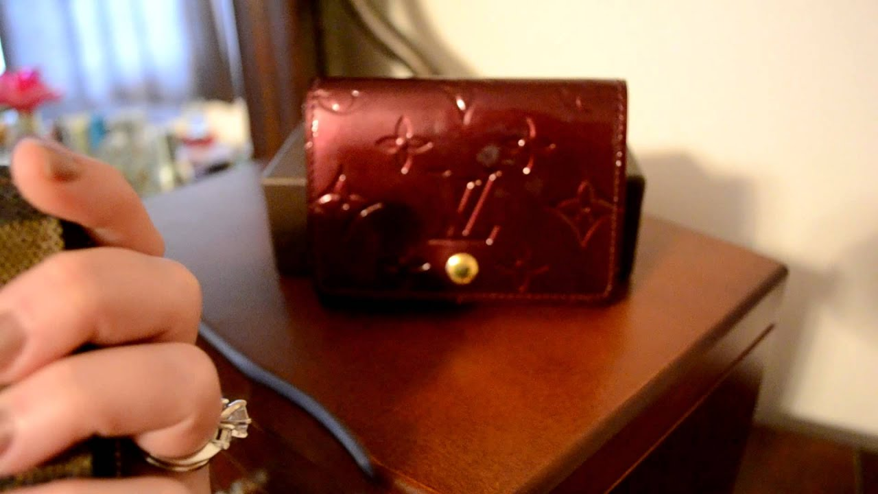 What fits inside of a Louis Vuitton Vernis Business Card Holder ...
