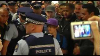 JUSTIN BIEBER ARRIVES IN NZ.flv