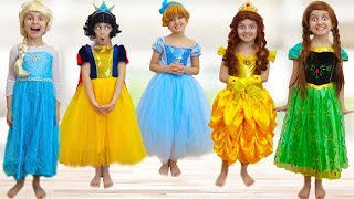 Five Little Princesses Jumping on The Bed   super simple nursery rhyme song by Super Elsa