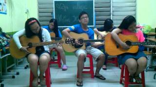 hòa tấu guitar We wish you a merry christmas- Lớp Nhạc Mầm Xanh