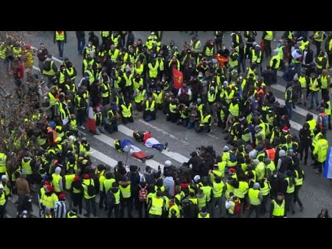 Yellow vests protest gets violent at Champs Elysée