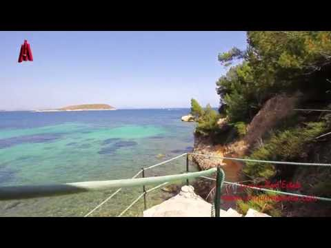 Beachfront apartment for rent in Cala Vinyas with Open sea views