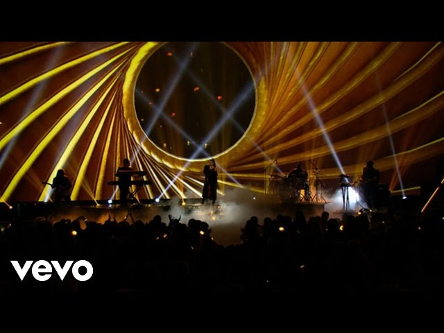 Ariana Grande - Dangerous Woman (Live From The 2016 Radio Disney Music Awards)