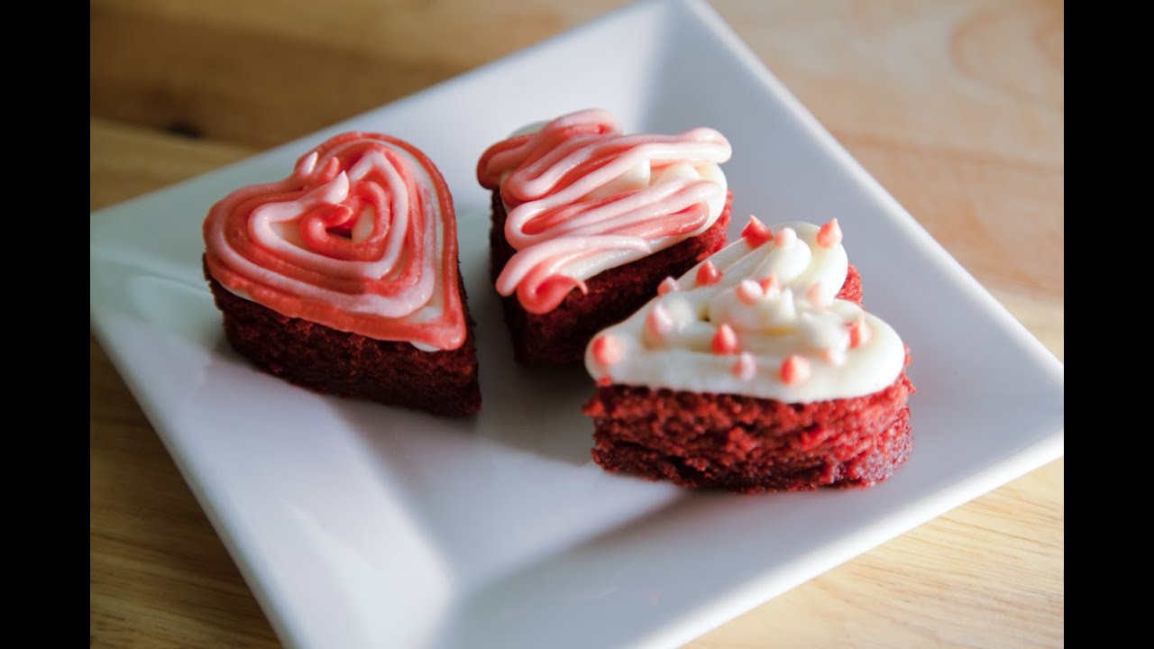 How To Decorate A Heart Shaped Red Velvet Cake