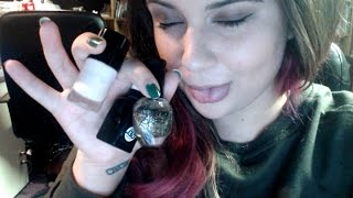 [ASMR] Chewing Gum, Humming, And Painting My Nails (whisper, tapping, gum chewing, humming)