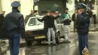 أقدم زعيم حزبي في الجزائر يعتزل العمل الحزبي