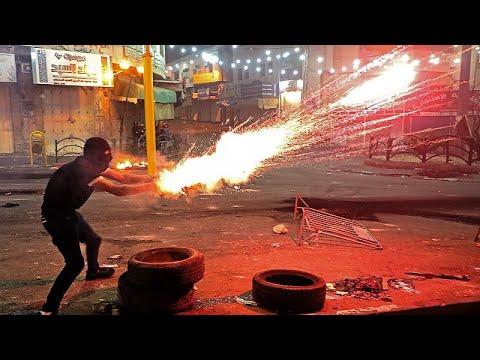فيديو: اشتباكات ليلية بين المتظاهرين والأمن الإسرائيلي في الخليل…  - 20:54-2021 / 5 / 15