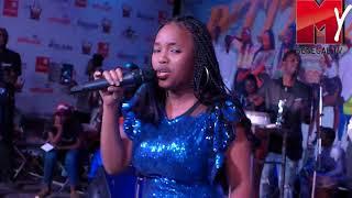 Petit Bal Tour  Gambie : Prestation de  Aicha Koné