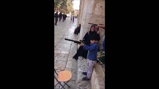 Palestinian Children Fire Fake Guns At Group Of IDF Soldiers On Har Habayis