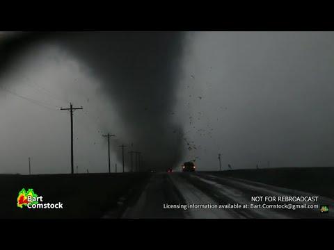 INSANE Dodge City, KS Tornado Destroys Building 5/24/16