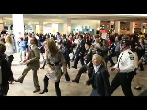 Flashmob coup de coeur à YUL | Love at first flight at YUL