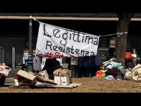 اللاجئون في روما يحتجون على إخلائهم من مأواهم