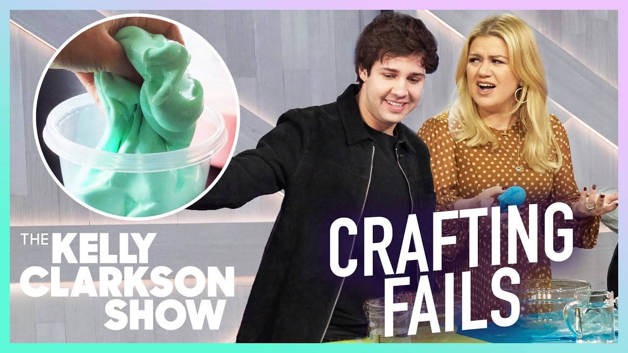 Kelly Clarkson's 7 Most LOL-Worthy Crafting Moments