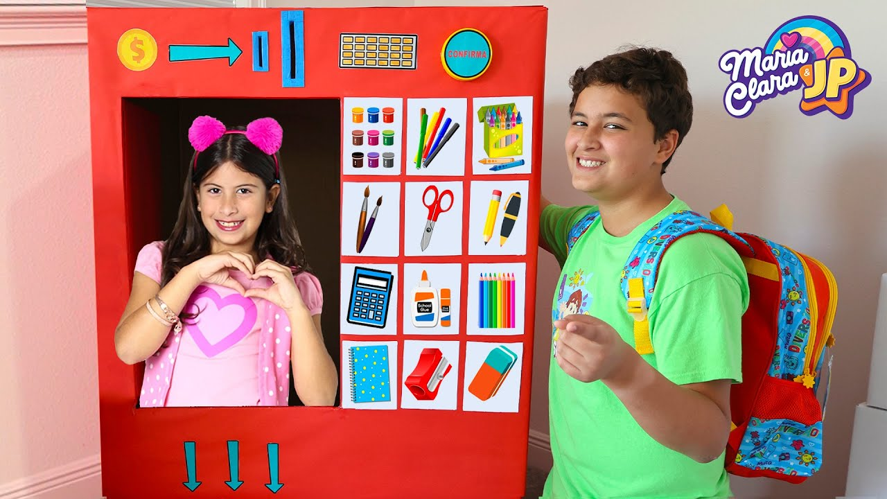 Download Maria Clara reutiliza seu material escolar e brinca na máquina gigante de vendas com JP