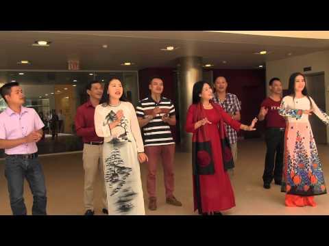 The Vietnam Cheo Opera visits the McGovern Institute, May 29, 2015.