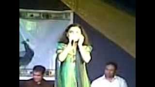 Video003.3gp mugdha vaishampayan singing in IFFI 2012 at shiroda