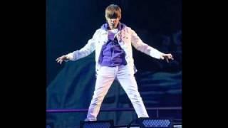 Justin Bieber-Stuck in the Moment(lyrics+download)