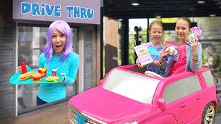 Collecting Uni-Verse Toys at the Pretend Drive-Thru !!!