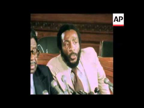 SYND 22 11 75 REVEREND RALPH ABERNATHY AND DICK GREGORY GIVING PRESS CONFERENCE