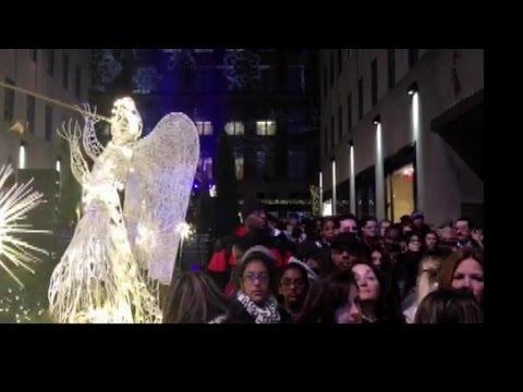 Weihnachtsbaum am Rockefeller Center leuchtet