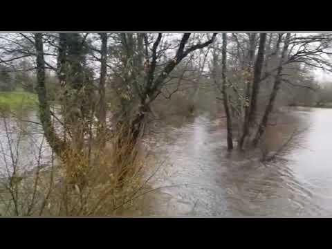 O río Tórdea, en O Corgo, desbordado