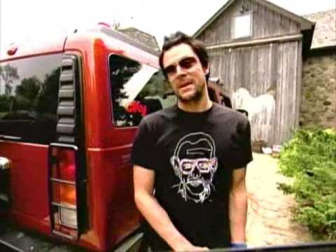 Johnny Knoxville destroying Bam's Hummer(EPIC)