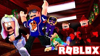 ESCAPING THE NORTH POLE TURN INTO A BATTLE ROYALE! --Roblox Obby
