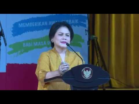 Ibu Negara Iriana Jokowi saat membuka Acara Penyerahan Anugerah PAUD 2016