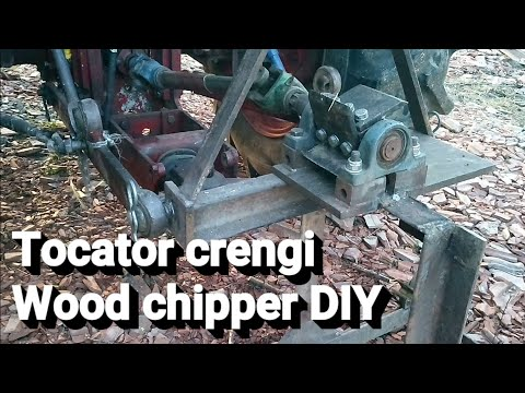 Tocator crengi | Wood chipper mechanism - chipping tree branches.