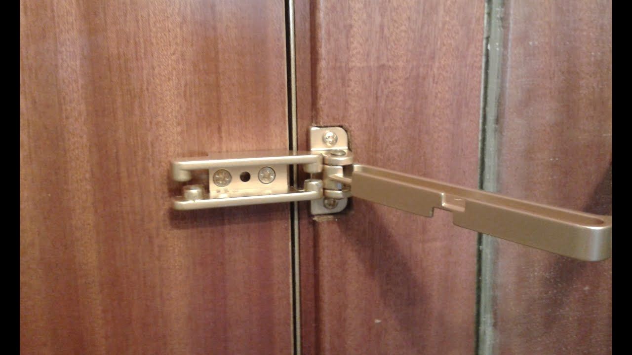 poner un retenedor de seguridad a la puerta de entrada