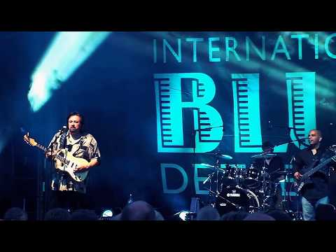 Coco Montoya SLOW BLUES For John Mayall LIVE Tremblant Blues 2010
