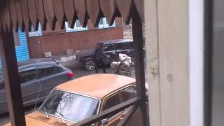 буйные соседи(пьяная жена и пьяный муж ругаются после чего он потерял права а она испортила еще и патрульную машину., 2015-04-22T13:04:53.000Z)